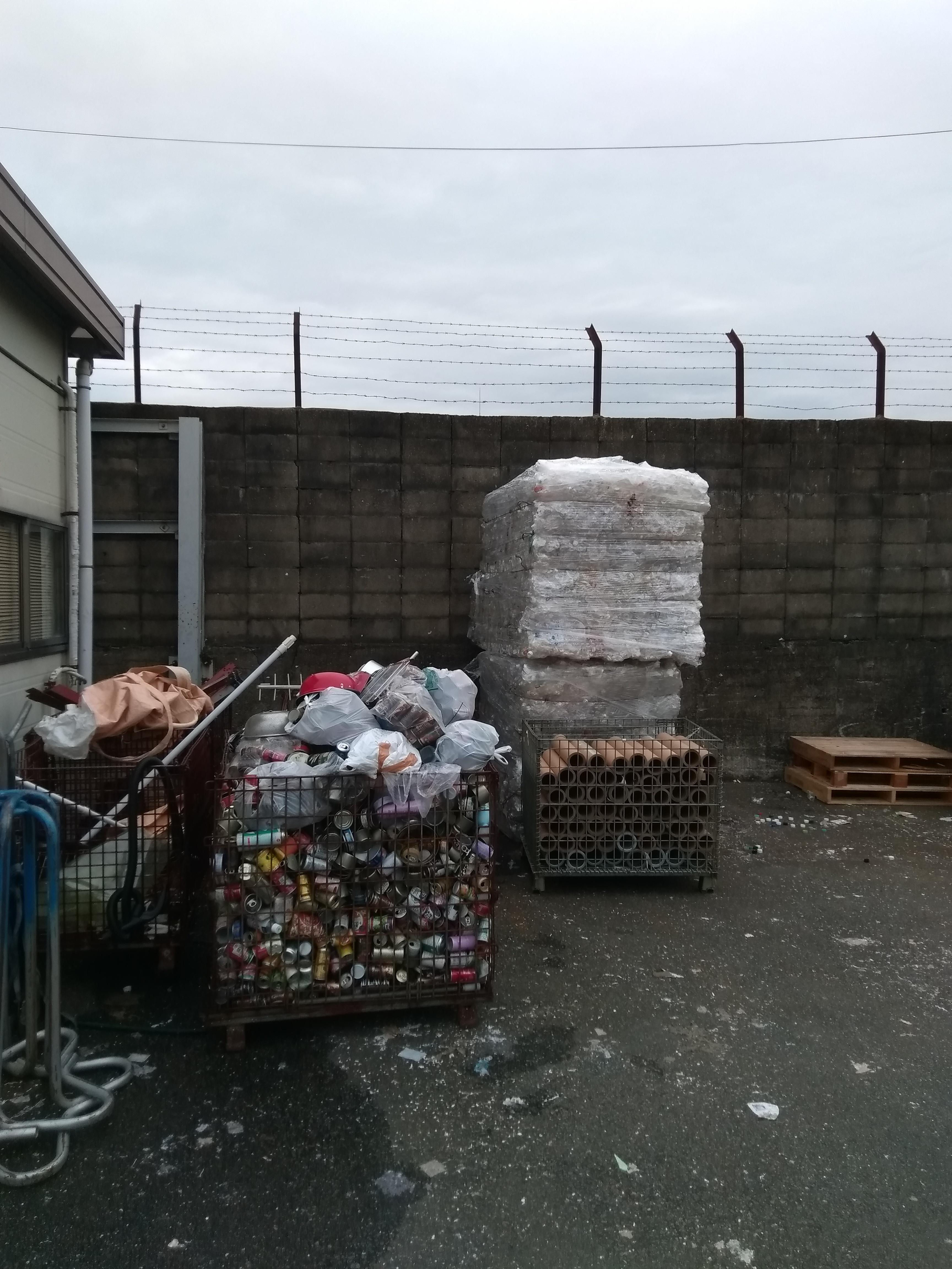 Склад для сортировки мусора в Киото