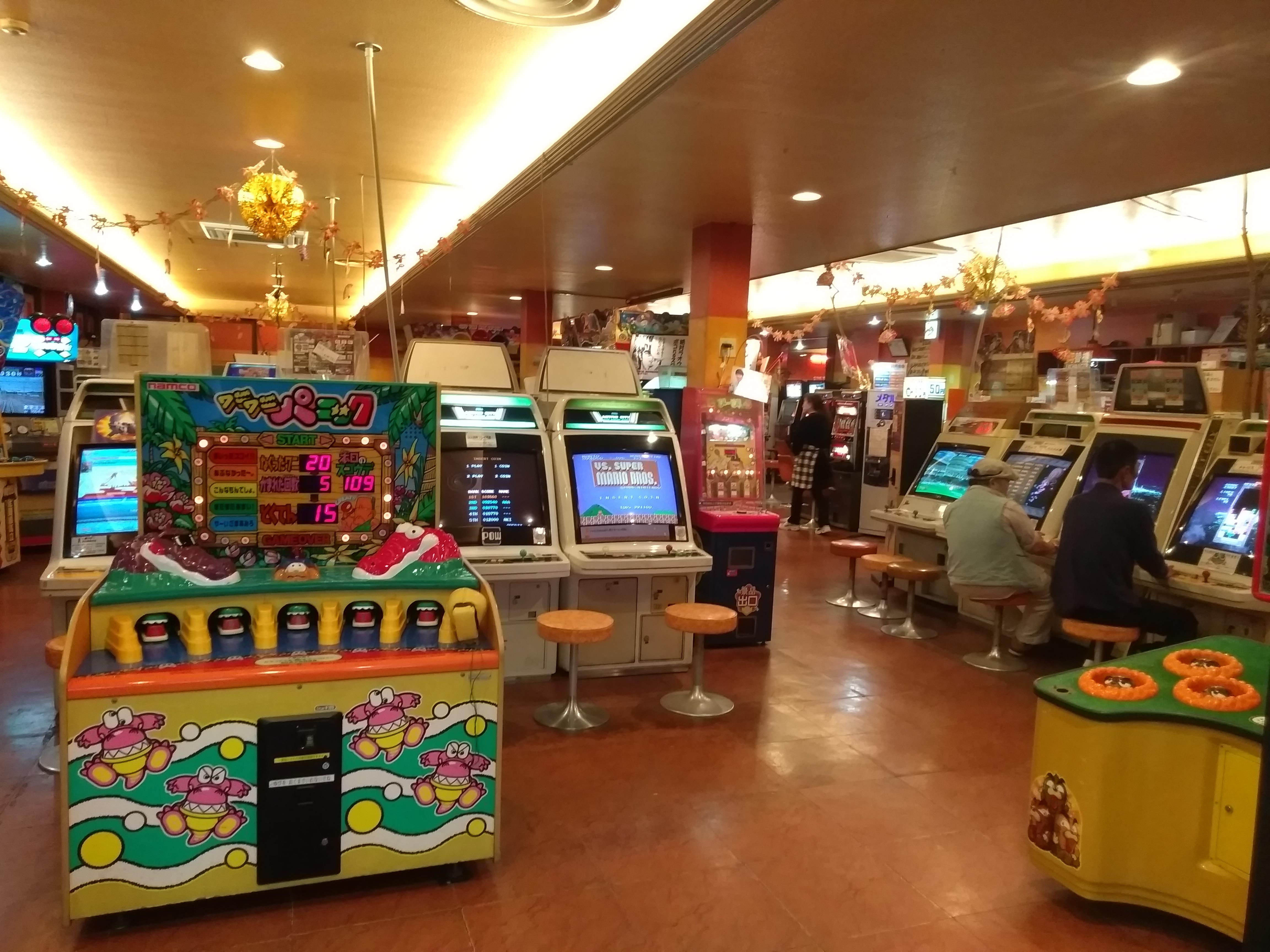 Зал старых игровых автоматов в Осаке