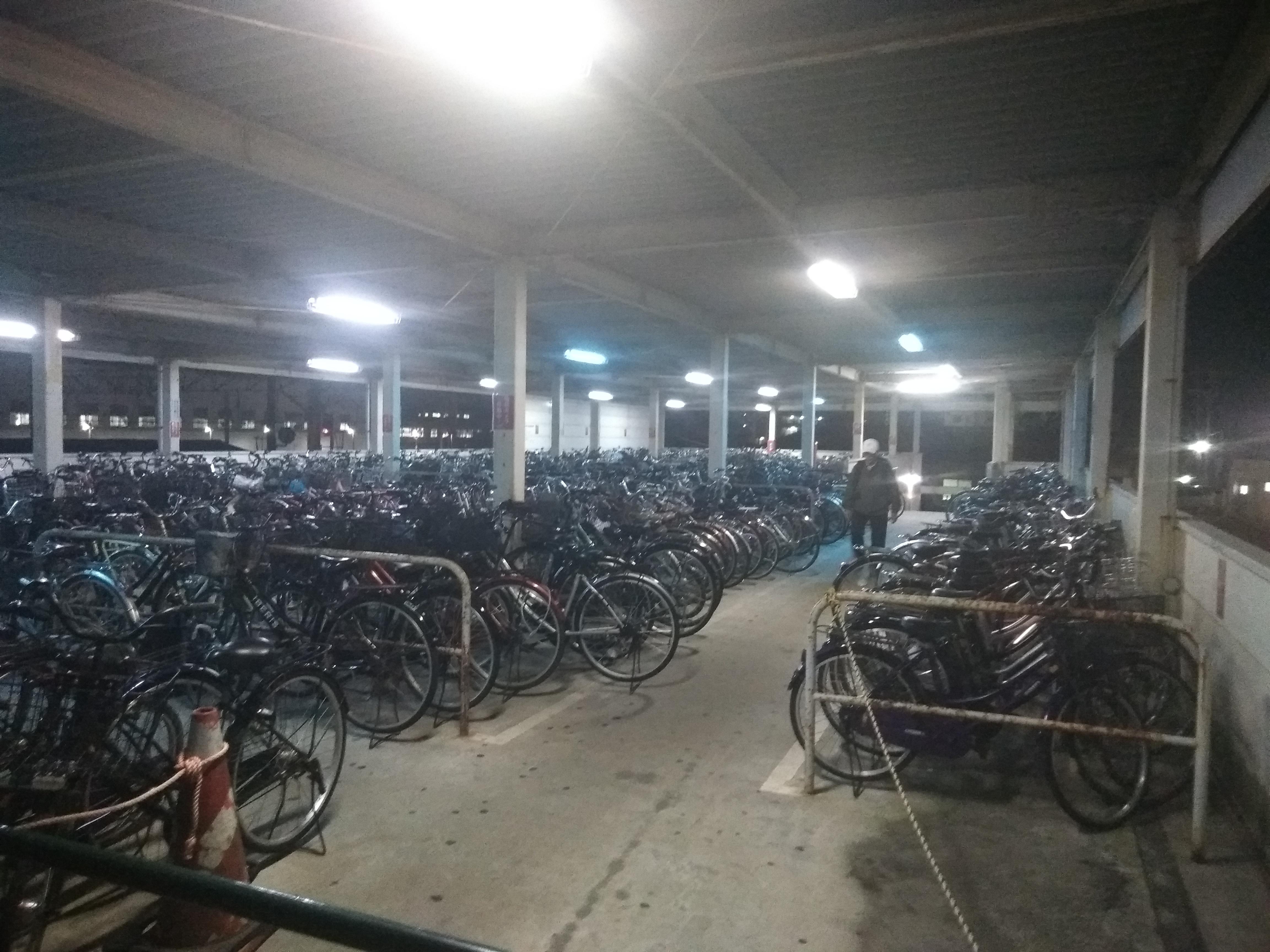 Большая стоянка велосипедов